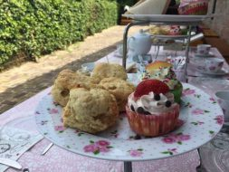 8. High Tea & Italiaanse scooter