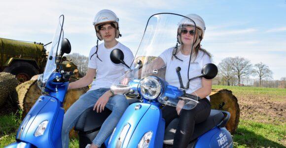 Vespa scooter 45 km/h